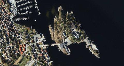 ATTRAKTIV EIENDOM: Croftholmen ligger vakkert og sentralt til på Stathelle, med sjø på alle kanter og store friområder.