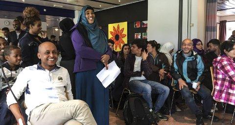 VILLE HA SVAR: FosiyaIsmail Yonis fra Somalia var en av flere innvandrere som hadde spørsmål til politikerne. foto: Mosaab Hassan
