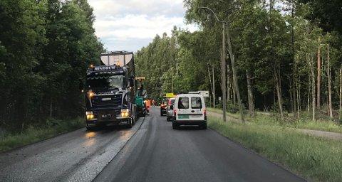 VEIARBEID: I flere dager blir det nedsatt hastighet på Hortensveien på grunn av veiarbeid.