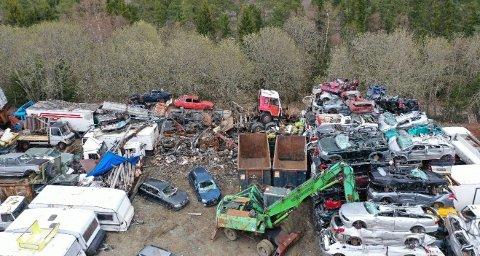 Statsforvalteren mener Autometall lagrer for mange kjøretøy på biloppsamlingsplassen på Tranamarka, og har satt 1. oktober som frist til å komme under maksgrensen.