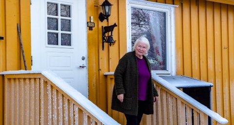 """DOBLER LEIA: Kommunestyret har bestemt at husleie for kommunale boliger skal følge prinsippet om """"gjengs leie"""". Det betyr en dobling av husleia for Ingunn Karlsen (76) som fortviler."""