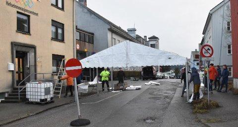 Teltet for prøvetaking ved Helseinnovasjonssenteret og brannstasjonen i Kristiansund kan bli hyppig i bruk utover høsten, hvis FHIs prognoser for koronabølge 2 slår til..