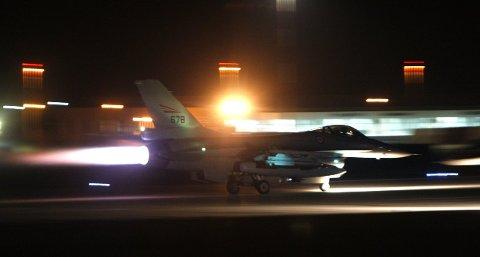 Bombet Libya: Her tar en F-16 av fra Kreta med kurs mot Libya i 2011.  Foto: Tom Melby