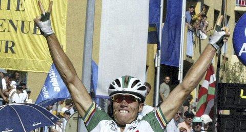 Vendepunktet: Datoen er 26. juli 2002 og Thor Hushovd har nettopp spurtslått franskmannen Christophe Mengin på den 18. etappen av Tour de France. Dette var den første individuelle                                    etappeseieren til Hushovd, og den bidro til å overbevise ledelsen i TV 2 om at Tour de France var verdt å satse på. Da hadde Trond Ahlsen og flere kollegaer på sporten fått gjentatte nei av ledelsen til å satse på rittet.ARKIVFOTo: REUTERS