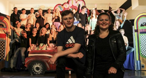 Nå kan hovedrolleinnehaverne, Thorvald Såsand Lihaug (12), som «Danny», og Hedda Skagen Nilsen (13), som «Sandy», og resten av elevene i 7. klasse på Kjøkkelvik skole se tilbake på tre forestiller med et storfornøyd publikum og en lærerik arbeidsprosess.