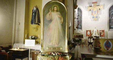 Dette maleriet, som skal forestille Jesus barmhjertighet, har vært på besøk i St. Paul menighet denne uken.