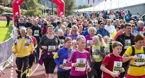 Knarvikmila regner med å ha omtrent 8000 løpere på fredag, lørdag og søndag. I tillegg til å være et stort idrettsarrangement, gjør Knarvikmila en viktig innsats for hele lokalsamfunnet. Foto: Eirik Hagesæter