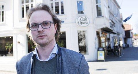 TAR KAMPEN: Klubbleder for de organiserte på Cafe Opera, Øystein Monsen, forteller om mobbing og regelbrudd                          på arbeidsplassen. Nå kjemper han for at ledelsen skal gå med på en tariffavtale. FOTO: ARNE RISTESUND