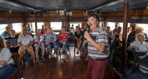 Anders Bakke sang så rent han bare kunne da han og resten av gjengen i MS Sunnhordland forsøkte seg på en uoffisiell norgesrekord i allsang. I seks timer kom og gikk folk på båten for å synge noen av de 101 sangene, som sto på planen.