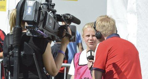 Vestsiden-Askøy-spiller Marion Gulbrandsøy ble intervjuet av TV 2s Helge Kalleklev midtveis i 1. omgang i kampen mot Tistedal. – Det kom litt uventet, men det gikk fint, sier Gulbrandsøy.