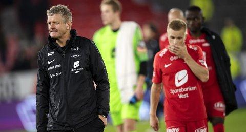 I fjor var det bare seks lag i eliteserien som scoret færre hjemmemål enn Brann. Her depper Brann-trener Lars Arne Nilsen og Taijo Teniste etter ett poeng hjemme mot Strømsgodset søndag.