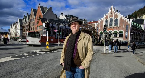 FORSLAG: – Steng Bryggen, men hold Torget åpent for personbiltrafikk, sier Eirik Brynjelsen i Stølestrøkenes velforening. Men byråd Bakke avviser forslaget kontant. FOTO: RUNE JOHANSEN