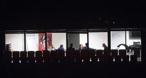 8. desember 2014 ble Branns styre fotografert fra alle vinkler. På dette møtet skulle fremtiden til daglig leder Roald Bruun-Hanssen og trener Rikard Norling avgjøres etter nedrykket fra eliteserien. Etter 13,5 timer kom styreleder Rolf Barmen ut og fortalte at Bruun-Hanssen hadde valgt å fratre. ARKIVFOTO: EIRIK HAGESÆTER