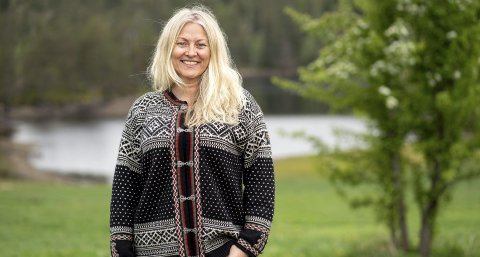 KJENDIS-BONDE: Eli Kari Gjengedal er ein av kjendisbøndene som har sjekka inn på «Farmen Kjendis». Kven av dei tolv som vinn, gjenstår å sjå i 2021.