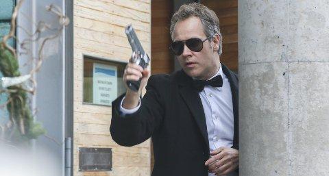 På jakt: Ordfører 007 Nygård er på tokt med pistol i kortfilmen som er skutt denne uken.alle foto: Thomas H. Arntsen