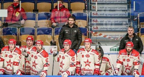 Stian N. Hansen (fra venstre) og Andreas Heier er med videre. David Hallström og Henrik Medhus forlater Stjernen, mens Jonathan Hermansson har kontrakt. Daniel Trnavsky er på utgående kontrakt.