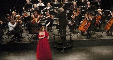 Rene ønskekonserten: Opera - og oprerettsviskene kom på rekke og rad til publikums store begeistring. Mezzosopranen Ingebjørg Kosmo høstet stor og langvarig applaus for flere av sine sangnummer. Det samme gjorde de andre sangsolistene.