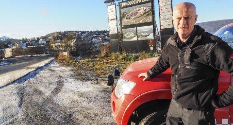 Fornøyd: Brannsjef Edvar Dahl er glad for planene om ny brannstasjon i tilknytning til Nordkrafts bygg i Taraldsvik i Narvik. Han håper bystyret liger de like godt. Da kan brannkorpset være inne i nye lokaler sammen med narvik Vann og veg og park i Narvik kommune innen utgangen av 2018.Foto: Terje Næsje