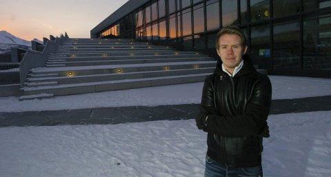 Unge Tomas Simonsen satser høyt og seriøst på en karriere som regissør, og han har støtte fra det nordnorske filmmiljøet. Foto: Jan Erik Teigen