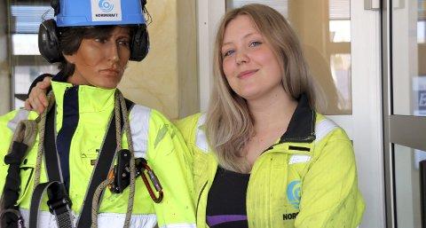 FLYTTET TIL NARVIK: Hanna Bendiksen fra Reine ville bli energimontør, og valgte å flytte til Narvik. Nå er hun godt i gang med lærlingetida på Nordkraft, og trives kjempegodt.