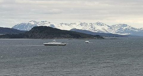 REDNINGSAKSJON: Ferge, hurtigbåt og helikopter var involvert i redninsaksjonen lørdag.