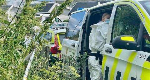 Politiet i Harstad gjør undersøkelser i Ruggevika mandag etter et dødsfall.