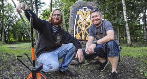 Må utvide: Fredrik Fagerli Dahle og produsent Torje Norén må måle opp festivalcampen til Midgardsblot på nytt. Det kommer mange flere enn de trodde på forhånd. Foto: Trude Brænne Larssen