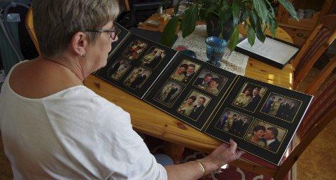 Ser tilbake: – Med den kunnskapen jeg har i dag, kan jeg vel si at tegnene var der allerede flere år før Magne fikk diagnosen, forteller Astrid Wester Storberget. Mye har skjedd siden de to giftet seg i 2001. Foto: Anna Kvarberg Ekre