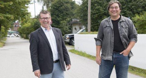 ANBEFALING: Paul Larsson (til høyre) og Øystein Nordfjeld i gruppen «Positiv byutvikling» er opptatt av å ta vare på særpreget Midtbyen representerer.  Her i Fjellgata, selve «hovedgata» gjennom området. FOTO: PER HÅKON PETTERSEN