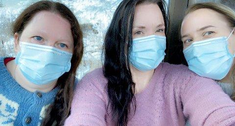 Heidi Fagerland Bolme (spesialsykepleier), Kristine Walle (sykepleier) og Anne-Line Gravdal (helsefagarbeider) på vei til Ulvik for å hjelpe til.