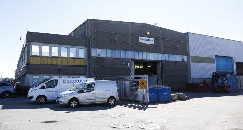 SAMLET DE ANSATTE: Ledelsen ved DeepWell AS på Karmøy samlet mandag formiddag de ansatte til informasjonsmøter etter meldingen om at Archer kjøper opp alle aksjene i selskapet ble sluppet.