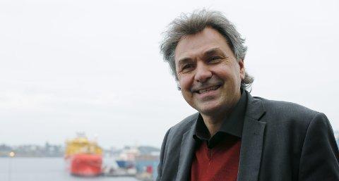 DIREKTØREN: Olav Akselsen leder Sjøfartsdirektoratet der han har utsikt til båter som skulle vært i arbeid.