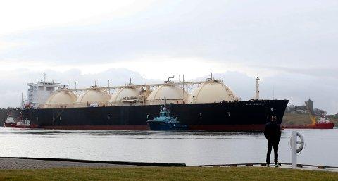 GIGANT: Slik så det ut da LNG-tankeren «Gemini» ankom Bøvågen i desember 2016. Siden den gang har skipet byttet navn til «Gulf Energy».