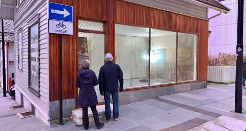 KAFÉ: Det har skjedd en betydelig oppgradering i det tidligere kioskbygget nord i Haraldsgata. Eieren planlegger kafé i 1. etasje, men får foreløpig ikke lov av Arbeidstilsynet.