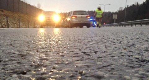 SPEILGLATT: Slik ser det ut på E18 i nærheten av ulykkesstedet.
