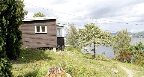 LITA HYTTE: 27,5 kvadratmeter måler denne hytta på Smørstein. Nå ønsker eieren å utvide. Foto: Lars Ivar Hordnes