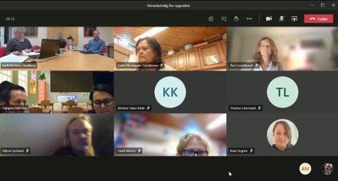 Hovedutvalg for oppvekst møttes digitalt torsdag kveld. De begynte møtet med en orientering fra Sigbjørn Hafredal og Marianne Stärk ved Kragerø skole. Skjermdump: Sondre Lindhagen Nilssen