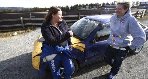 GRUGLEDER SEG: Marianne Sundet (t.v.) debuterer i bilcrossammenheng neste helg noe som gleder søster Linn Kristin.foto: ole john Hostvedt