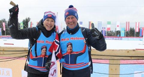 KLEDD OPP:  Bente Foss Sagvolden og Sten Roar Sagvolden stilte i Helene Marie-vesten som ble laget til NM-uka på Konnerud. Da var 50 likt dresset opp.  FOTO: ERIK BORG