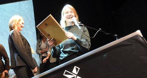 NOMINERT: Hege Steffensen mottar her prisen etter at KIF stakk av med tittelen Årets klubb på SnowboardAwrards i 2018. Nå kan det bli ny pris. FOTO: OLE JOHN HOSTVEDT
