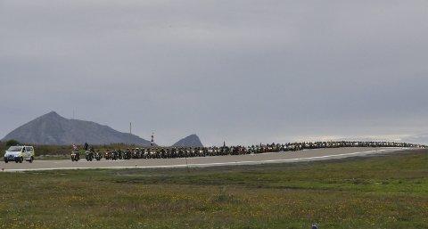 Enormt: Over 300 motorsykler på rekke og rad ser rimelig stilig ut. Det manglet bare at det var en politimotorsykkel i front.Alle Foto: Sander Lied Edvardsen
