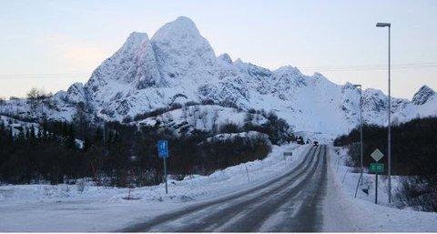 E10: Fem entreprenører har meldt seg i konkurransen om å drifte riksvegene i Lofoten.