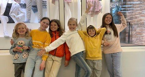 Anna Stokvold (8), Tindra Losvik (13), Synne Kornelia Amundsen (13), Milla Stokvold (10), Martin Nyheim (9) og Alva Thomassen (10) på handletur.