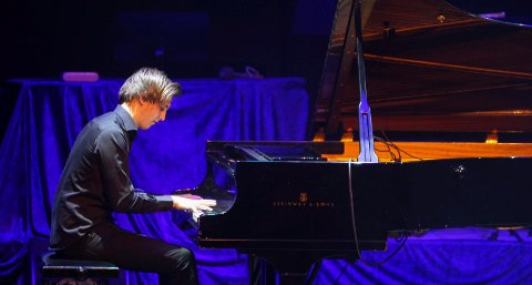Adrian Kiss spilte piano.
