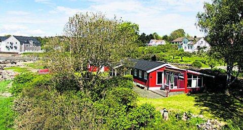 Prisbyks: Denne hytta i Larkollen ble solgt for 9,2 millioner kroner før helgen. Eiendomsmegler Anders Lysholm mener hyttemarkedet nå kommer sterkere og tror det blant annet skyldes lav rente og en svak norsk krone som fører til at nordmenn vil bruke mer penger her hjemme.