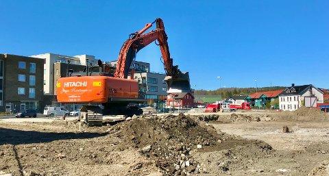 På plass: Nå er gravemaskinene på plass for siste byggetrinn på Glassverket. Foto: Helge Warberg-Knoll