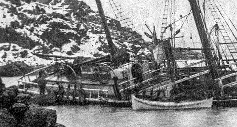 PÅ GRUNN: Seilskipet Pallas endte sine dager utenfor Stalsberget på sørvestsiden av Jeløya 18. november 1919.