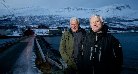 FIKK RESPONS: Kolbein Simonsen, leder i Arnøyhamn bygdelag, og Rolf Egil Larsen.