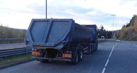 AVSKILTET: Dette vogntoget ble avskiltet etter kontrollen på Kalplassen mandag kveld.