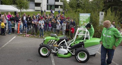 Monsterklipper: Rallysjåfør, Pekka Lundefaret, Ønsker nå å selge gressklipperen med verdensrekord.